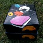 """Candy"" Håndmalet blank bogkasse. 27 x 21 x 10 cm. Pris: 900,- kr."