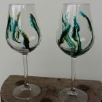 Hvidvinsglas. Grøn abstrakt. Pris: 100,- kr./stk.